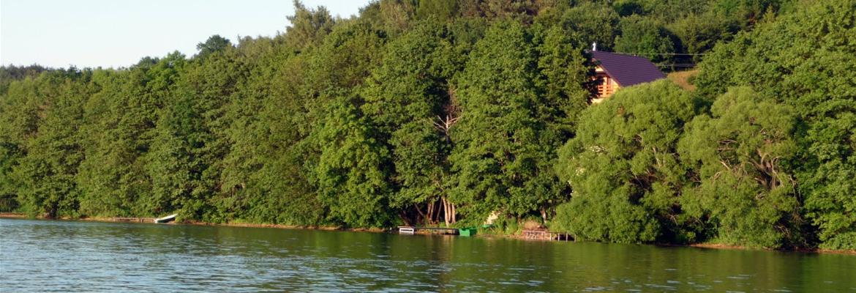 gdzie lepiej wypoczniesz niż nad jeziorem w otoczeniu lasu